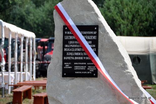 pomnik_lecha_i_mari_kaczynskich_margole.JPG