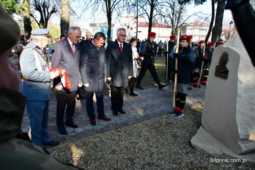 pomnik_pisudskiego.JPG