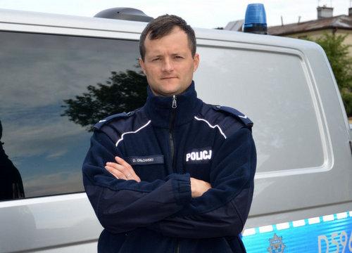 policjant_po_sluzbie.jpg