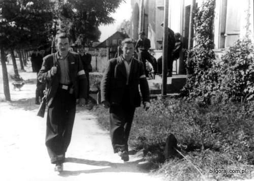 partyzanci_ak__patrolujacy_ulice_bilgoraja_lipiec_1944_rok.jpg